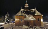 obnovený kostel v noci