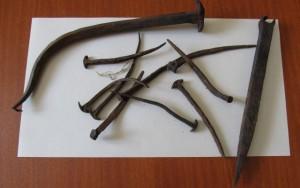 ručně kované hřebíky na věži