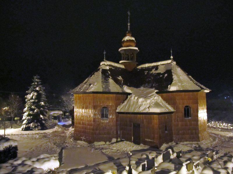 obnoveny-kostel-v-noci